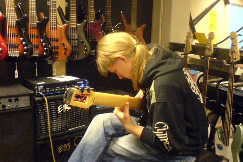 Magnus in a music store, march 2006